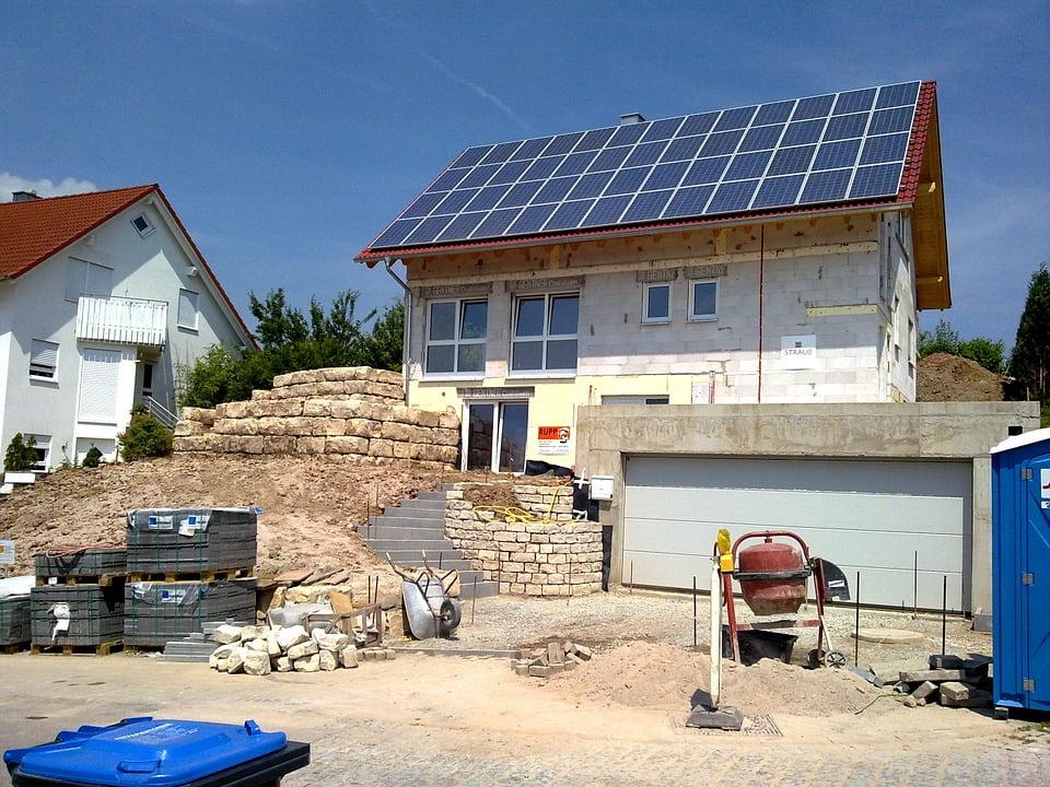 Generators vs. Solar Batteries What's Best for Backup